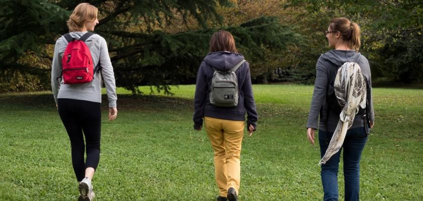 Camminare fa bene: 7 vantaggi della camminata consapevole con il Metodo Feldenkrais